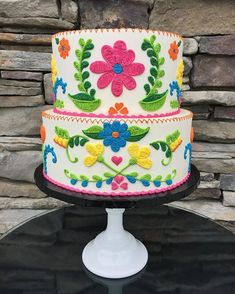 Intricately piped Mexican embroidery in a spring palette. In all buttercream! #buttercream #embroidered #buttercreamcake #embroidery #stitch #piping #detail #mexicanembroidery