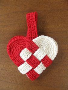 Coração dinamarquês: Crochet um pouco de amor no Dia dos Namorados!  Obter 10 padrões # crochê grátis para seu Valentine em Moogly!
