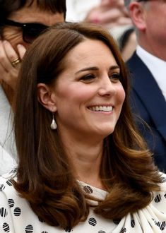 Kate Middleton Photos - Catherine, Duchess of Cambridge attends day twelve of the Wimbledon Lawn Tennis Championships at All England Lawn Tennis and Croquet Club on July 2018 in London, England. - Day Twelve: The Championships - Wimbledon 2018 Kate Middleton Hair, Middleton Family, Kate Middleton Photos, Rachel Zoe, William Kate, Prince William, Herzog, Princess Charlotte, Princess Diana