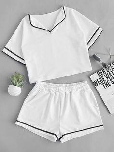 Foldover neck contrast trim top with shorts tipos de ropa, combinaciones de Cute Sleepwear, Sleepwear Women, Pajamas Women, Teen Fashion Outfits, Outfits For Teens, Girl Outfits, Summer Outfits, Cute Pajama Sets, Cute Pajamas