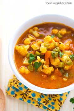 EVERYDAY MIXED VEGETABLE CURRY = serves about 4= Ingredients= 2 large ripe tomatoes 1T oil 1/2t cumin seeds 1 green chili, slit, optional 1/2t  turmeric powder 1t ground cumin 1t  ground coriander 1/8tht  chili powder/to taste 1/2 cup diced carrot 1/2 cup chopped green beans* 1 cup chopped cauliflower florets* Salt 2T chopped cilantro ====
