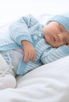 Strickanleitung für eine süße Babyjacke aus Cool Wool Baby / knitting pattern for baby jumper in soft cool wool via woolplace.de