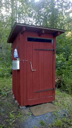 Huussi Outside Toilet, Outdoor Toilet, Building An Outhouse, Rustic Toilets, Pump House, Outdoor Spaces, Outdoor Decor, Diy Home Improvement, Bird Houses
