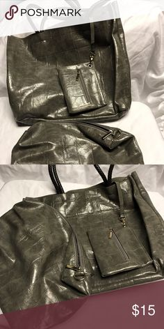Tote bag with accessories Gray alligator print tote with 2 smaller bags. Large tote has no closure. Medium bag zips up. Small bag attached to large tote Bags Totes