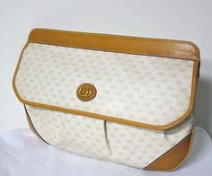 Gucci Clutch, Tan Handbags, Vintage Handbags, Sophisticated Style, Vintage Gucci, Large Tote, Tan Leather, Saddle Bags, Continental Wallet