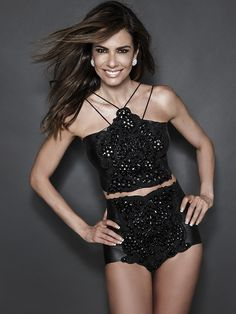 Entra ano e sai ano e Luciana Gimenez continua sendo um furacão de beleza e sensualidade. Em editorial ousado, Luciana eleva a temperatura em um ensaio que valoriza sua incrível forma física e sua irreverência. O styling e as peças …