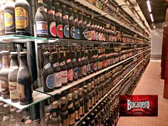 CERVEZA BUCANERO TE INFORMA ¿Qué importante colección se encuentra en el primer piso de la fábrica de Calsberg? Se encuentra la colección de botellas de cerveza sin abrir procedentes de todo el mundo. La empezó un ingeniero danés en 1968 de tal manera que a principio de los 90 tenía ya 10.000 botellas. En 1993 la donó a Carlsberg y ha pasado a formar parte del Libro Guiness de los Records. www.cervezasdecuba.com