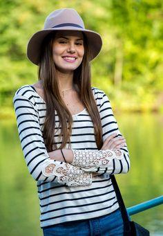Camila Queiroz - Atriz - actriz - modelo - fashion model - Brasil - brasileira - brasileño - Brazil - Brazilian - telenovela - novela - tv - verdades secretas - secret truths - Angel - cabelo - hair - pelo - bonito - beautiful - hermosa - longo - comprido - long - largo - inspiration - inspiração - inspiración - estilo - style - look - casual - jeans - shorts - blusa - shirt - stripes - listras - navy