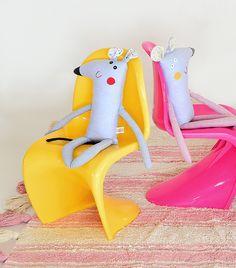 Tapetes Lorena Canals á venda na Mimoo Toys´n Dolls!  Foto: Sidney Doll  Produção: Fernanda Emmerick  Realização: Mix Conteúdo para Mimoo Toys´n Dolls #Quartodecriança #Charleseameskids #Panton #Wild&soft #Decorkids #Mimootoysndolls #Lorenacanals #Rice #RiceDk