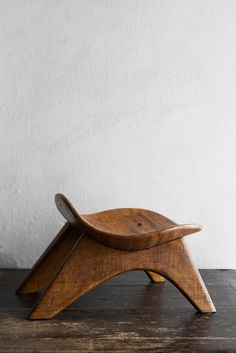 Wooden Stool in the Style of Jean Prouvé 3 Studio Furniture, Log Furniture, Funky Furniture, Furniture Projects, Furniture Design, Carved Wooden Birds, Vintage Stool, Love Chair, Interior Desing