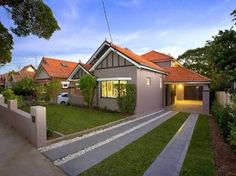 Rendered brick californian bungalow house exterior with brick fence & landscaped garden - House Facade photo 502679 Red Roof House, Facade House, House Trim, Backyard Fences, Fenced In Yard, Yard Fencing, Farm Fence, Pool Fence, Fence Gate