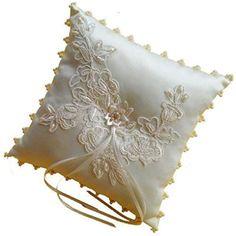 LadyMYP© Edeles Ringkissen mit aufwändigen Stickereien und Rand aus Perlen: Elfenbein