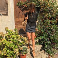 APC denim French skirt size medium never worn - Japanese salvage denim - seen on Jeanne Damas, Alexa Chung and more. Jeanne Damas, Looks Street Style, Looks Style, French Girl Style, Girl Fashion, Fashion Outfits, Style Fashion, Paris Mode, Looks Chic