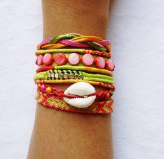 Bracelet manchette de l'amitié corail, fermoir aimanté : Bracelet par kiline