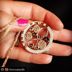 #Repost @fionnualac85 ・・・ A lot of love for yellow gold. Perfect for #AW2015 #mimoneda