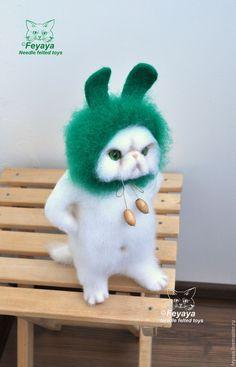 """Купить или заказать Кот """"Чего? Какая я тебе зая?!"""" в интернет магазине на Ярмарке Мастеров. С доставкой по России и СНГ. Материалы: шерсть, шерсть 100%, глазки для…. Размер: 30см в высоту"""