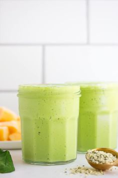 The Best Vegan Green Smoothie recipe, perfect for kids as well as grown ups! Protein-packed. #vegan #plantbased Vegan Lunches, Vegan Snacks, Snack Recipes, Cooking Recipes, Vegan Food, Green Smoothie Vegan, Green Smoothie Recipes, Vegan Smoothies, Nut Allergies