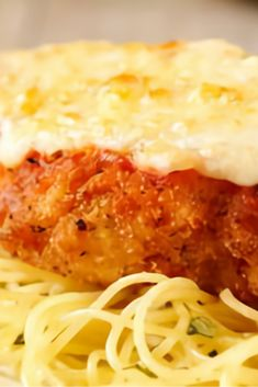 The perfect, easy to make a healthy baked chicken Parmesan recipe that you bake in the oven. With just a few easy steps and ingredients, you. Baked Parmesan Crusted Chicken, Oven Baked Chicken Parmesan, Healthy Baked Chicken, Delicious Dinner Recipes, Delicious Food, Pasta, Food Dishes, Main Dishes, Cooking Recipes
