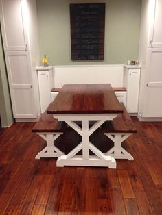 New Kitchen New Table Do It Yourself Home Projects from Ana White Farmhouse Table Plans, Farmhouse Kitchen Tables, Farmhouse Furniture, Rustic Furniture, Home Furniture, Furniture Design, Diy Kitchen, Furniture Sets, White Farmhouse