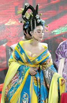 """New historical drama """"The Empress of China"""" held a press conference with main cast in attendance in Wuxi city, China, February 13, 2014. Chinese actress Fan Bingbing, plays Wu Zetian from an 18-year-old girl to an 80-year-old woman.  Taiwanese actresses Chang Ting, Janine Chang and Hong Kong actress Kathy Chow were also at the event"""