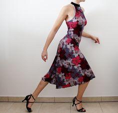 Abito da tango bordeaux con fantasia floreale di CrinolinAtelier