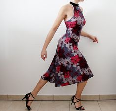 Floral print bordeaux Tango dress  Lightweight,stretch, comfortable! Made of viscose jersey with floral print on burgundy background. Being natural fibers, they have good breathability and moisture absorption (sweat) Halter neckline with collar and shoulder straps on the back. The straight line pattern on the front, flared at the back, it falls soft and accentuates the movement during the dance.  Size: S-M suits IT- 40-42-44, UK-8-10-12, USA- 4-6-8, FR- 36-38-40 The model in the picture high…