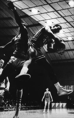 Photographer/Creator  Blair Pittman  Collection  1968  Publisher  Houston Chronicle  Caption/Description  The University of Houston Cougars have a real hustling basketball team. Here the Cougars break in for a rebound.