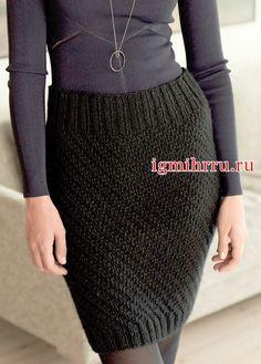 Черная юбка-карандаш, связанная вкруговую. Вязание спицами