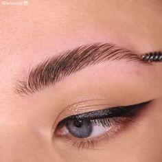 Arched brows - gewölbte brauen - sourcils arqués - cejas arqueadas - natural brows, brow… in 2020 Natural Eyebrows, Natural Eye Makeup, Natural Eyes, Eyebrow Makeup Tips, Hair Makeup, Eyebrow Cut, Makeup Eyebrows, Eye Brows, Beauty Make-up