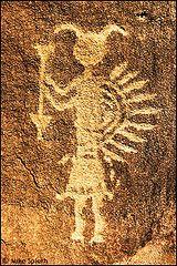 navajo rock art symbols - Szukaj w Google Native American Design, Native American Artifacts, Paleolithic Art, Art Rupestre, Cave Drawings, Prehistory, Aboriginal Art, Ancient Aliens, Ancient Artifacts