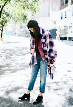 Loving the boyfriend jeans + low-cut ankle boots combo. // Oversized plaid scarf