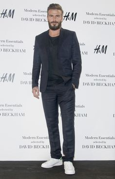 David Beckham Hair Trends latest and awesome. English footballer David Beckham is one of the coolest players worldwide. Born May 1975 David Beckham was once the heartbeat of world football and w… Mode David Beckham, Style David Beckham, David Beckham Haircut, David Beckham Photos, Suits Usa, Guy Ritchie, Perry Ellis, Audrey Hepburn, Costume Bleu Marine