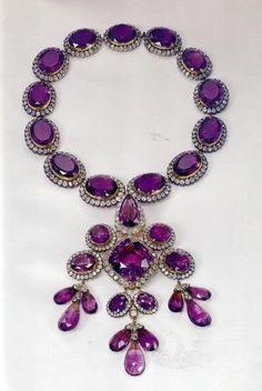 Jewelry Diamond : Amethyst necklace from the Italian Royal Family. - Buy Me Diamond Purple Jewelry, Amethyst Jewelry, Royal Jewelry, Amethyst Necklace, Jewelry Box, Jewelery, Jewelry Accessories, Fine Jewelry, Jewelry Design