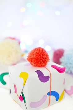 Don't like store bought gift wrappers? Learn how to make this easy colorful gift wrap in 10 minutes and top it off with a couple of pom poms Creative Gift Wrapping, Present Wrapping, Creative Gifts, Wrapping Ideas, Christmas Gift Wrapping, Christmas Gifts, Birthday Gift Wrapping, Homemade Gifts, Diy Gifts