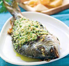 Dorada în stil mediteranean   Retete culinare - Romanesti si din Bucataria internationala Fish And Seafood, Avocado, Turkey, Meat, Recipes, Lawyer, Turkey Country, Recipies