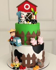"""BOLO DOS SONHOS on Instagram: """"Modelinho bem maravilhoso para comemorar a vida do Ruan💚 Agradecemos a mamãe @carlaldefarias por nos escolher para fazer parte do grande…"""" Barnyard Cake, Ruan, Grande, Birthday Cake, Instagram, Desserts, Food, Cake Ideas, Dreams"""