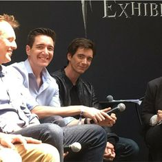 Fred And George Actors, Fred And Hermione, Phelps Twins, Oliver Phelps, Weasley Twins, Actor James, Harry Potter Jokes, Jim Carrey, Harry Potter Universal
