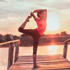 Envie de réveiller vos muscles et de rester tonique ? Le yoga Vinyasa est fait pour vous. On vous dit tout de cette pratique de yoga dynamique mais qui reste très accessible.   http://www.elle.fr/Minceur/Yoga/Yoga-dynamique-2934262