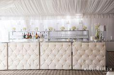 """Muebles """"tufted"""" para tu decoración de bodas."""