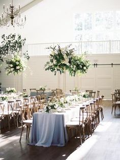 The Grandeur House Wedding with a Modern Farmhouse Style Modern Farmhouse Table, Modern Farmhouse Interiors, Farmhouse Style, Used Wedding Decor, Home Wedding Decorations, Wedding Ideas, Wedding Themes, Wedding Stuff, Grooms Table