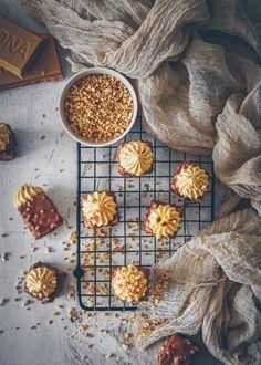 recette de cake praliné au coeur praliné, ganache montée au dulcey - confitbanane No Salt Recipes, Cooking Recipes, Looks Yummy, Chana Masala, Waffles, Baking, Ethnic Recipes, Table, Photos