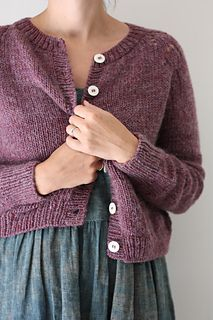Ravelry: Felix Cardigan pattern by Amy Christoffers Knit Cardigan Pattern, Sweater Knitting Patterns, Knit Patterns, Free Knitting, Beginner Knitting, Pull Jacquard, Cropped Cardigan, Cropped Top, Quick Knits