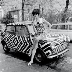 Vintage Deluxe — vintagefashionandbeauty: Mod girl and op art. Moda Retro, Moda Vintage, Vintage Mode, Vintage Cars, Vintage Style, 60s And 70s Fashion, Mod Fashion, Vintage Fashion, Fashion Women