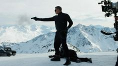 Watch the first behind the scenes footage from the new James Bond movie, the Austrian set of SPECTRE, with Daniel Craig, plus Léa Seydoux… Spectre 2015, 007 Spectre, Daniel Craig Spectre, Daniel Craig Suit, New James Bond, James Bond Movies, Best Bond, Good Morning Britain, Scene
