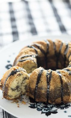 Lakritsitiikerikakku | Meillä kotona Finnish Recipes, Fruit Bread, Baked Donuts, Little Cakes, Something Sweet, No Bake Desserts, Coffee Cake, No Bake Cake, Food Pictures