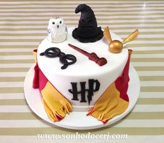 Harry Potter Cupcakes, Harry Potter Theme Cake, Harry Potter Motto Party, Gateau Harry Potter, Harry Potter Nails, Cumpleaños Harry Potter, Harry Potter Birthday Cake, Harry Potter Cake Decorations, Disney Cakes