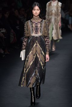 Valentino Fall 2015 Ready-to-Wear Fashion Show - Cong He