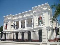 Teatro Municipal de Valencia es Valencia, arquitecto Antonio Malaussena Levrero. Su construcción se inició en 1879 por órdenes del Presidente de Venezuela, Antonio Guzmán Blanco y el Gobernador del estado Carabobo, Don Hermógenes López. Fue inaugurado en octubre de 1894.