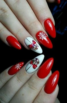 Winter nails with snowflake; red and white christmas nails; cute and unique christmas nails Xmas Nails, Holiday Nails, Red Nails, Red Christmas Nails, Nail Pink, Nail Art Mignon, Red And White Nails, Orange Nail, Nail Art Noel
