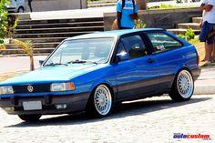 Volkswagen Gol GTi 2.0, ano 1993. Customizações: Carro restaurado e com pintura modificada para azul Arian (cor do Chevrolet Vectra GT-X), rodas aro 17 com